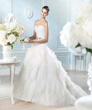 Load image into Gallery viewer, San Patrick 'Glamour collection Arosa ' - San Patrick - Nearly Newlywed Bridal Boutique - 1