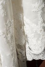 Load image into Gallery viewer, Casablanca '2072' - Casablanca - Nearly Newlywed Bridal Boutique - 6