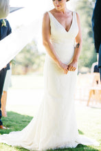 Load image into Gallery viewer, Vera Wang 'Mallory' - Vera Wang - Nearly Newlywed Bridal Boutique - 5