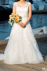 Aire Barcelona 'Candi' size 4 used wedding dress front view on bride