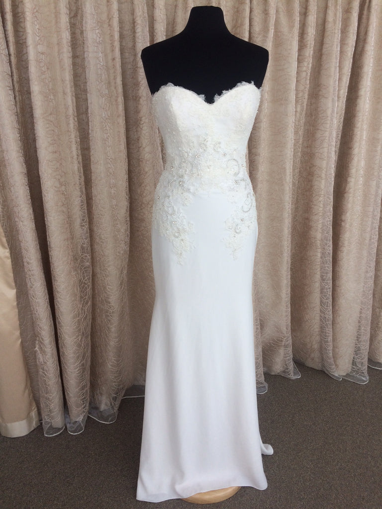 Pronovias 'Alicia' size 8 sample wedding dress front view on mannequin