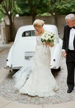 Load image into Gallery viewer, Vera Wang 'Audrey' - Vera Wang - Nearly Newlywed Bridal Boutique - 5