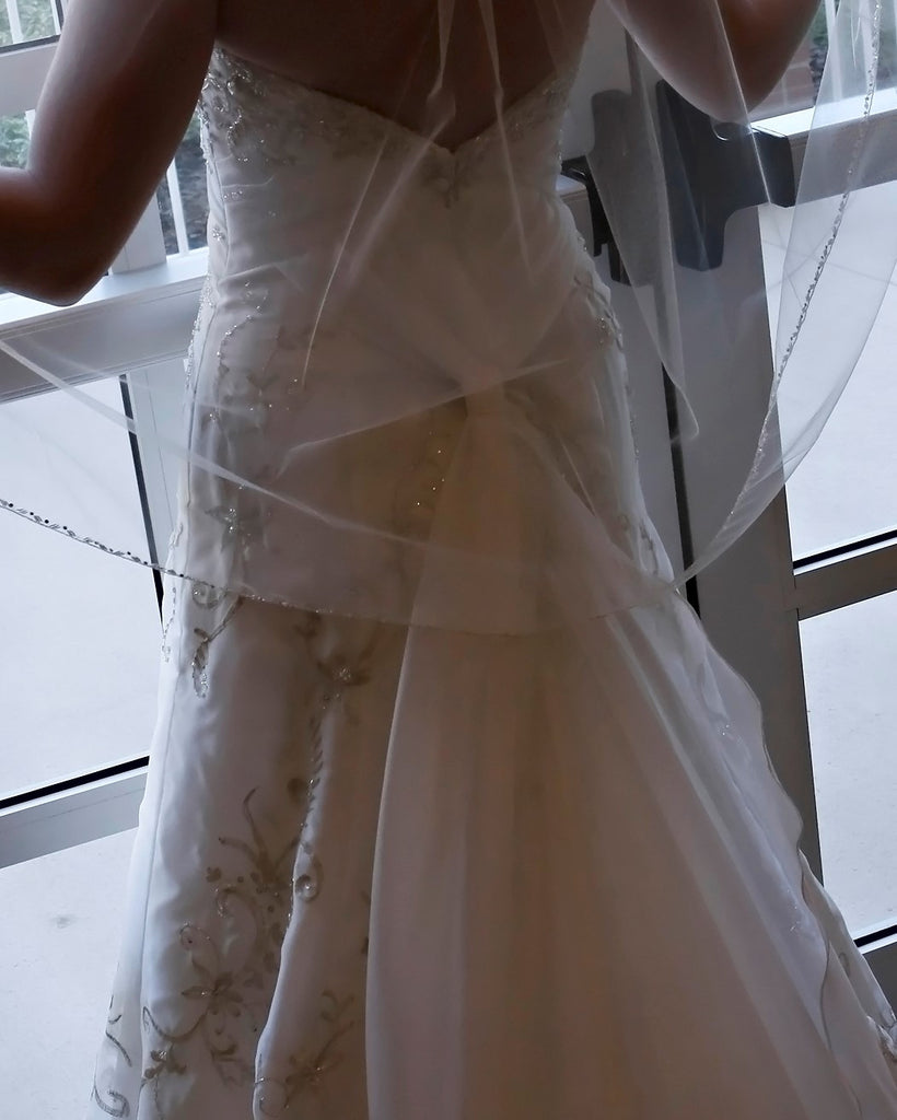 Allure Bridals '8514' size 8 used wedding dress back view on bride