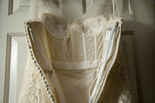 Load image into Gallery viewer, Oscar de la Renta '44N44' - Oscar de la Renta - Nearly Newlywed Bridal Boutique - 1