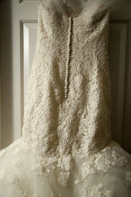 Load image into Gallery viewer, Oscar de la Renta '44N44' - Oscar de la Renta - Nearly Newlywed Bridal Boutique - 2