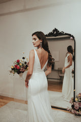 Sarah Seven 'Belmont' size 6 new wedding dress back view on bride