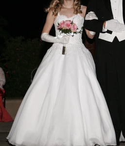 Pronovias 'Custom' size 2 used wedding dress front view on bride