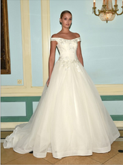 Zac Posen 'Off the Shoulder' size 6 used wedding dress front view on model