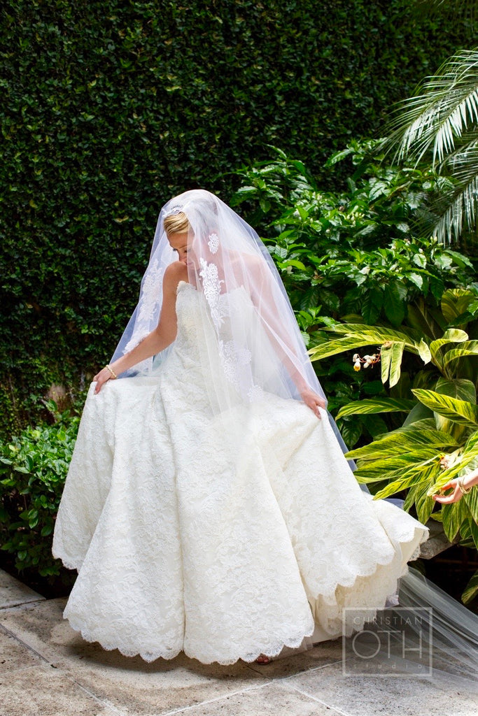 ee89685189d0 Vera Wang 'Jessica Simpson Dress' size 4 used wedding dress front view ...