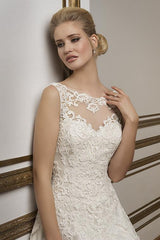 Justin Alexander '8835' size 8 used wedding dress front view close up