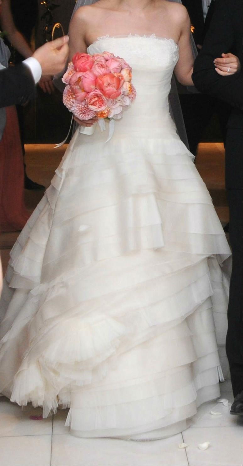 Vera Wang Luxe Kimberly Wedding Dress - Vera Wang - Nearly Newlywed Bridal Boutique - 1
