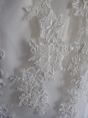 Allure Bridals 'Strapless Lace' size 8 new wedding dress close up of fabric