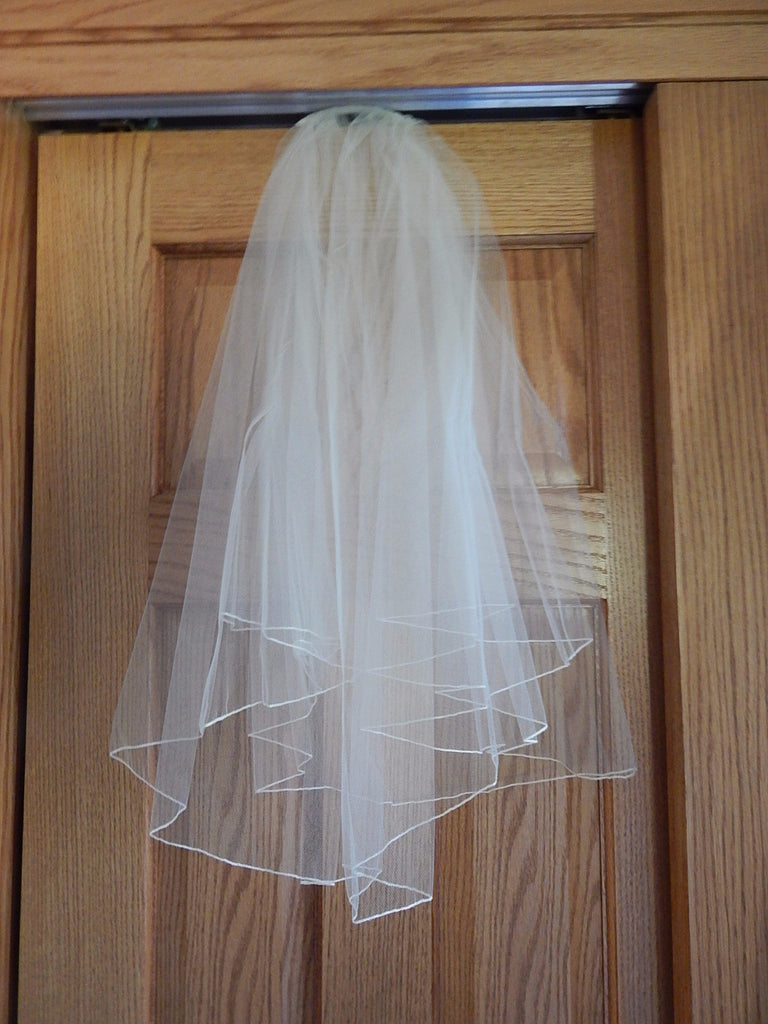 Allure Bridals 'Strapless Lace' size 8 new wedding dress view of veil
