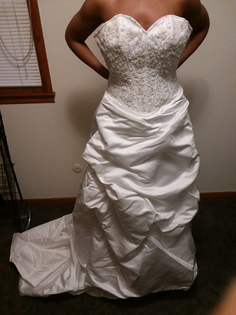 Demetrios 'A Line' size 8 used wedding dress front view on bride