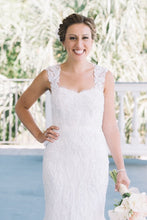 Load image into Gallery viewer, Monique Lhuillier 'Charmaine' - Monique Lhuillier - Nearly Newlywed Bridal Boutique - 4