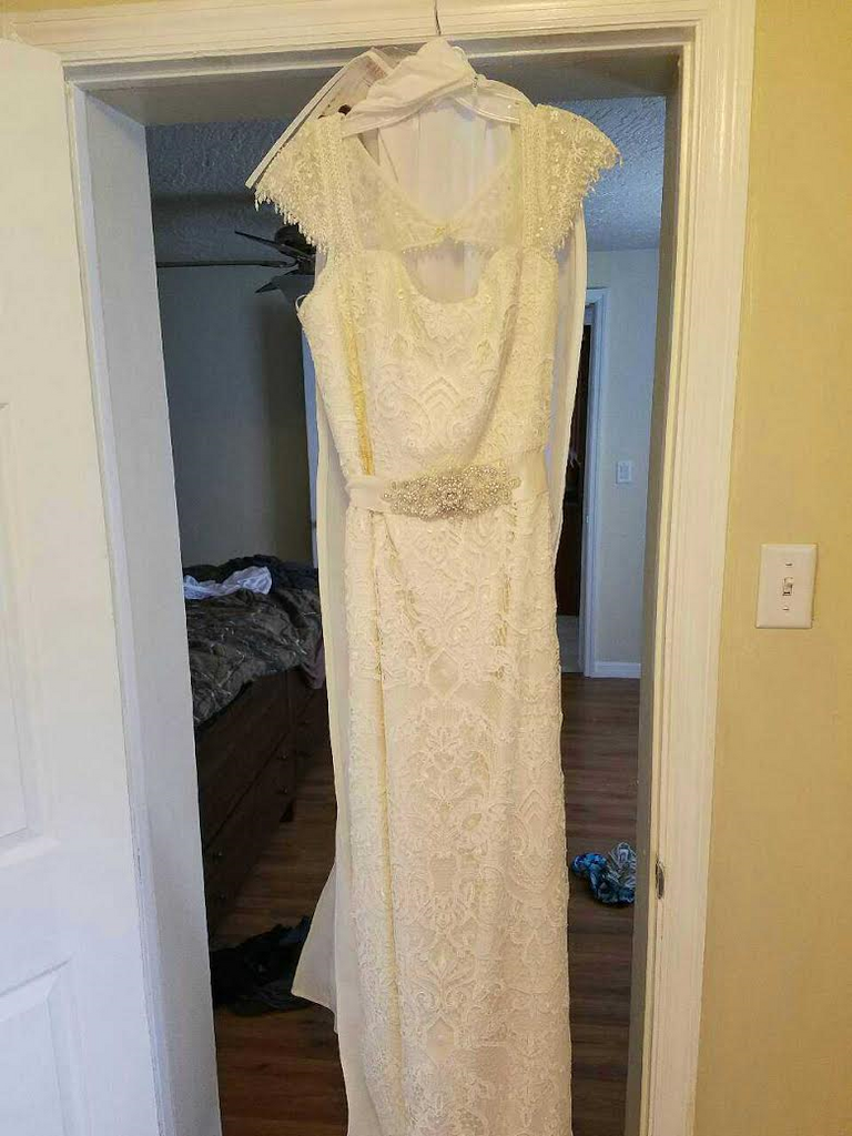 Melissa Sweet 'Vintage Lace' size 18 used wedding dress front view on hanger