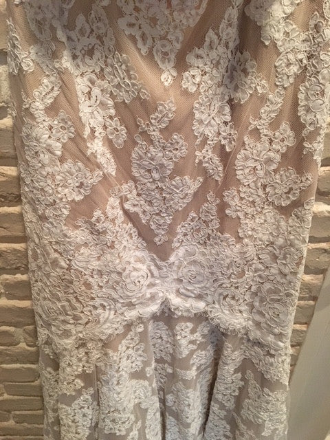 Anne Barge '617' size 6 new wedding dress close up of lace