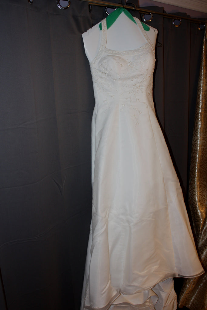 David's Bridal 'Michaelangelo' size 6 used wedding dress front view on hanger