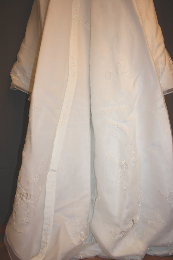 David's Bridal 'Michaelangelo' size 6 used wedding dress view of train