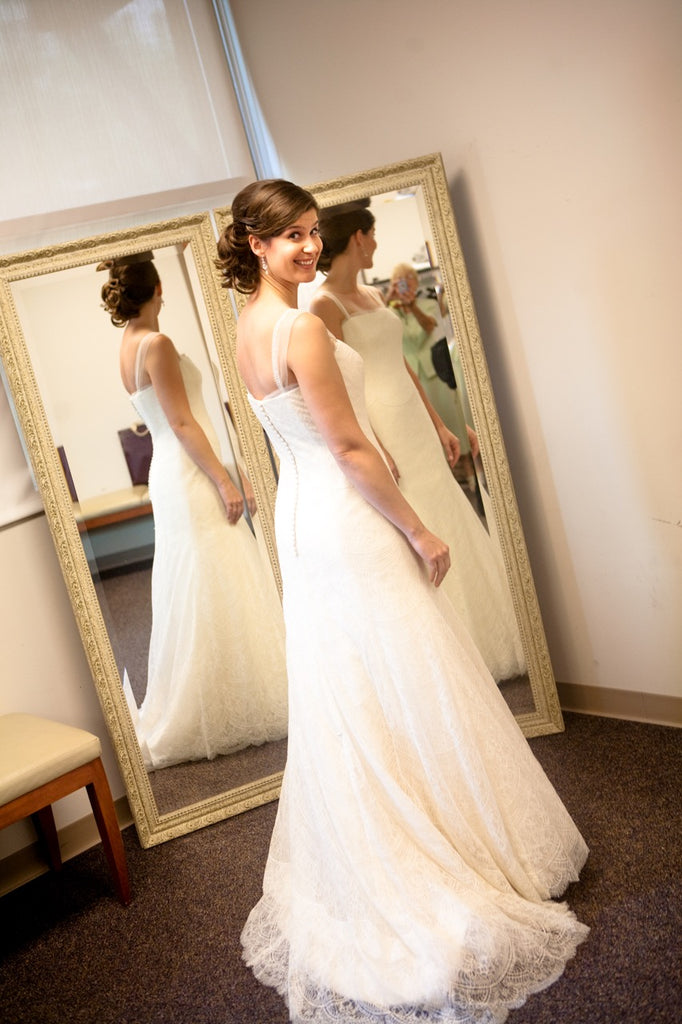 Vera Wang '11026' size 10 sample wedding dress back view on bride