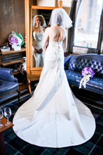 Load image into Gallery viewer, Michelle Roth 'Ryan' - Michelle Roth - Nearly Newlywed Bridal Boutique - 4