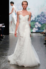 Monique Lhuillier Trumpet Lace Emma Wedding Dress - Monique Lhuillier - Nearly Newlywed Bridal Boutique - 1
