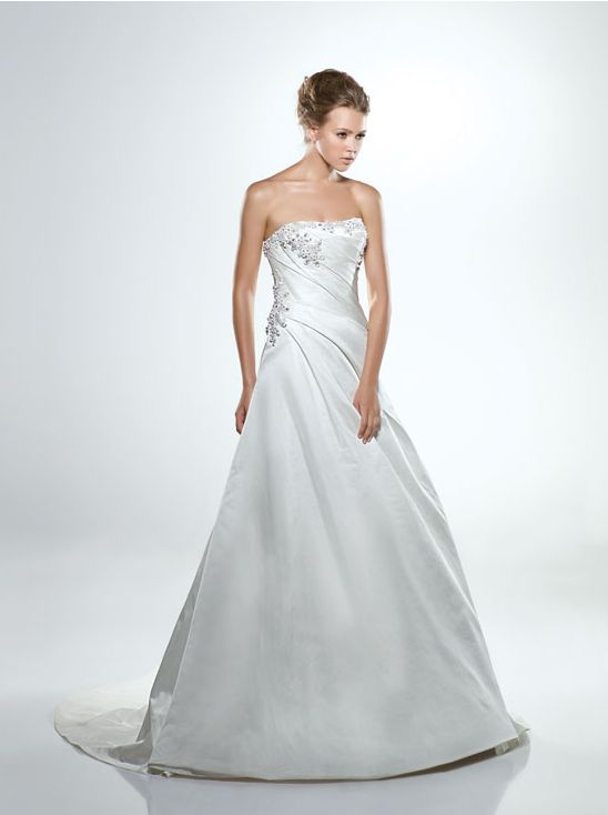 Enzoani 'Deanna' size 8 used wedding dress front view on model