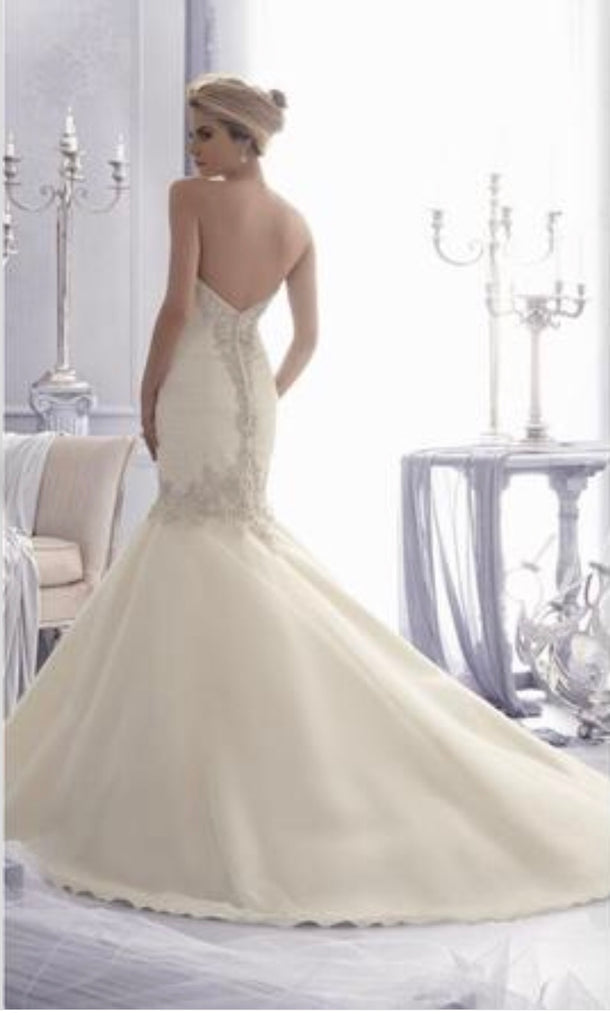 Mori Lee '2682' size 8 new wedding dress back view on model