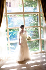 Vera Wang '11026' size 10 sample wedding dress front view on bride