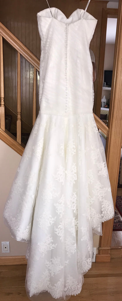 Justin Alexander 'Lace Mermaid' size 6 used wedding dress back view on bride