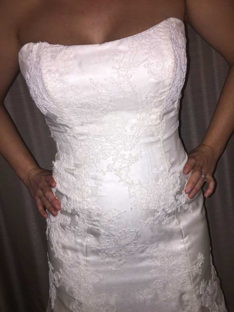 Marisa '737' size 12 sample wedding dress front view close up on bride