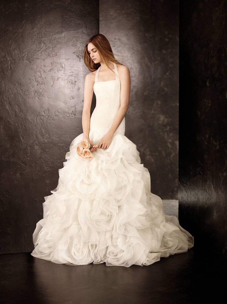 White by vera wang 39 fit and flare 39 size 6 new wedding for Nearly new wedding dresses