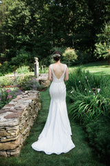 Mikaella '2016' size 4 used wedding dress back view on bride