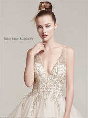 Sottero and Midgley 'Amelie' size 8 new wedding dress front view close up on model