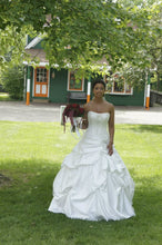 Load image into Gallery viewer, Maggie Sottero 'Priscilla' - Maggie Sottero - Nearly Newlywed Bridal Boutique - 1