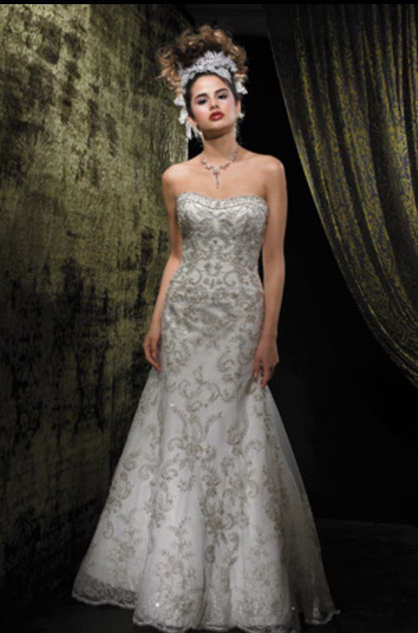 Allure Bridals '8488' size 6 used wedding dress front view on model
