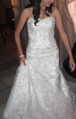 Allure Bridals '8488' size 6 used wedding dress front view on bride