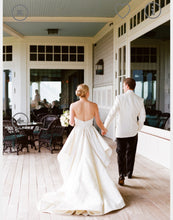 Load image into Gallery viewer, Oscar de la Renta 'Bianca' - Oscar de la Renta - Nearly Newlywed Bridal Boutique - 3
