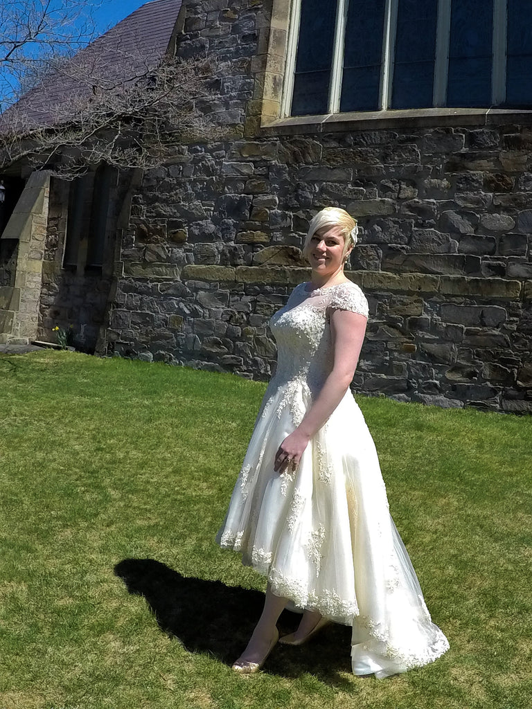 House of Mooshki 'Bespoke Alice' size 12 new wedding dress side view on bride