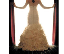 Load image into Gallery viewer, Paloma Blanca 'Trumpet' - Paloma Blanca - Nearly Newlywed Bridal Boutique - 1