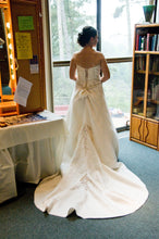 Load image into Gallery viewer, Mon Cheri 'James Clifford' - Mon CHeri Bridal - Nearly Newlywed Bridal Boutique - 3