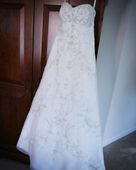 Allure Bridals '8514' size 8 used wedding dress front view on hanger