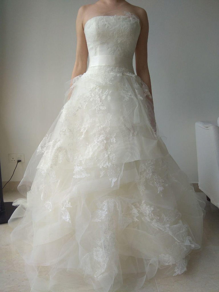 Vera Wang \'Helena\' size 6 used wedding dress - Nearly Newlywed