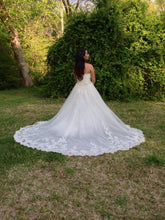 Load image into Gallery viewer, Ghislaine - Enzoani - Nearly Newlywed Bridal Boutique - 1