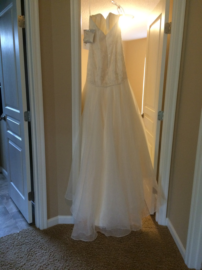 Hayley Paige 'Jazmine' size 4 new wedding dress back view on hanger