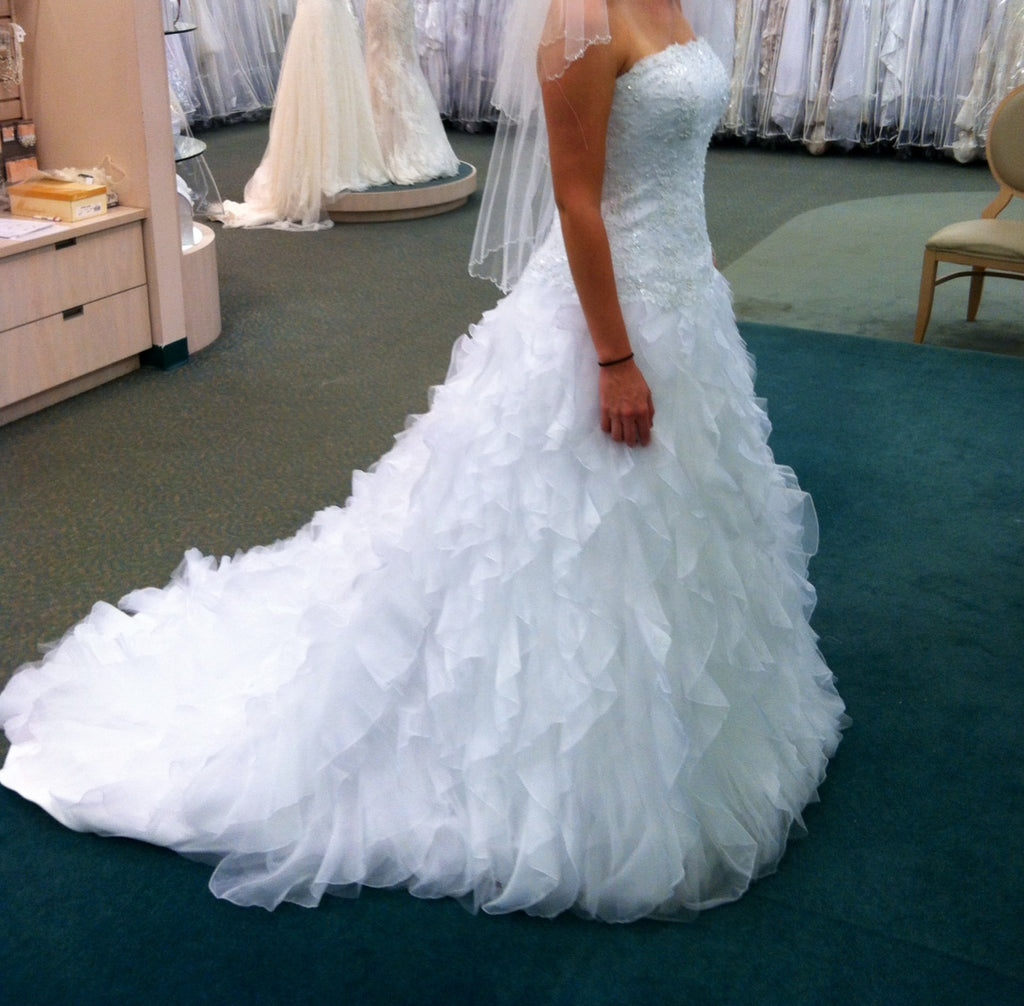 David\'s Bridal \'Wedding Gown\' size 8 used wedding dress - Nearly ...