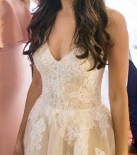 Load image into Gallery viewer, Monique Lhuillier 'Severine' - Monique Lhuillier - Nearly Newlywed Bridal Boutique - 3
