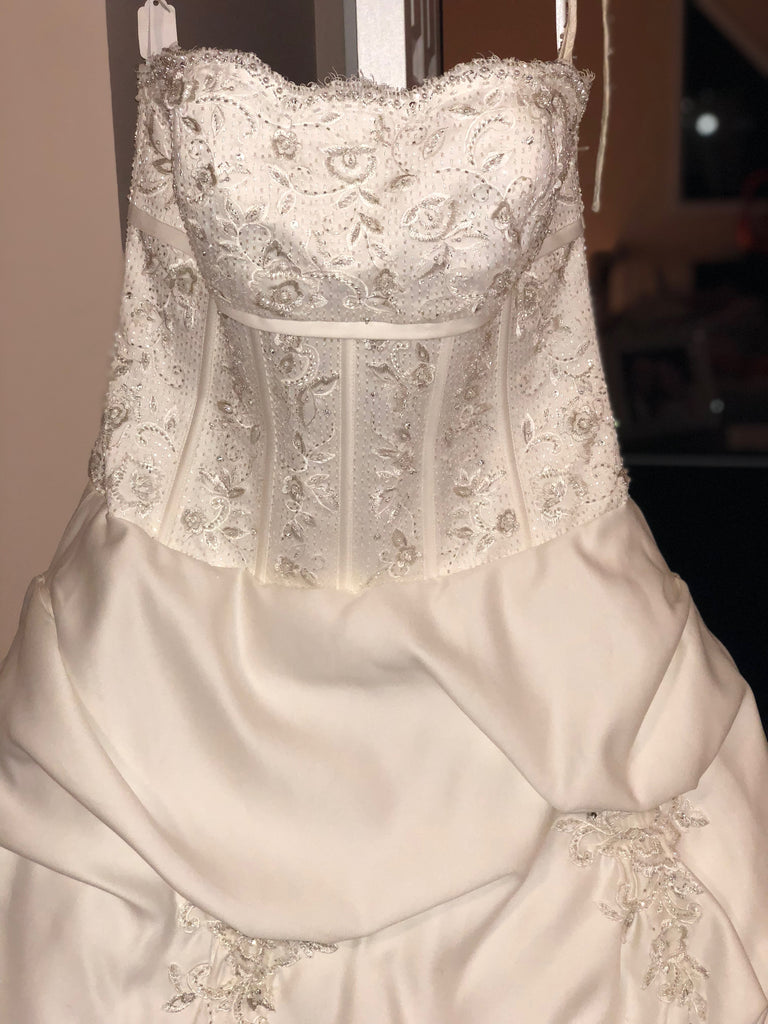 Forever Yours 'Gorgeous' size 12 new wedding dress