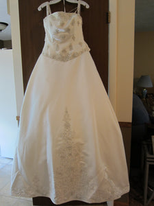 Kirstie Kelly 'Sleeping Beauty' size 8 new wedding dress front view on hanger