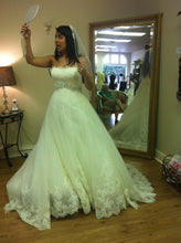 Load image into Gallery viewer, Ghislaine - Enzoani - Nearly Newlywed Bridal Boutique - 3